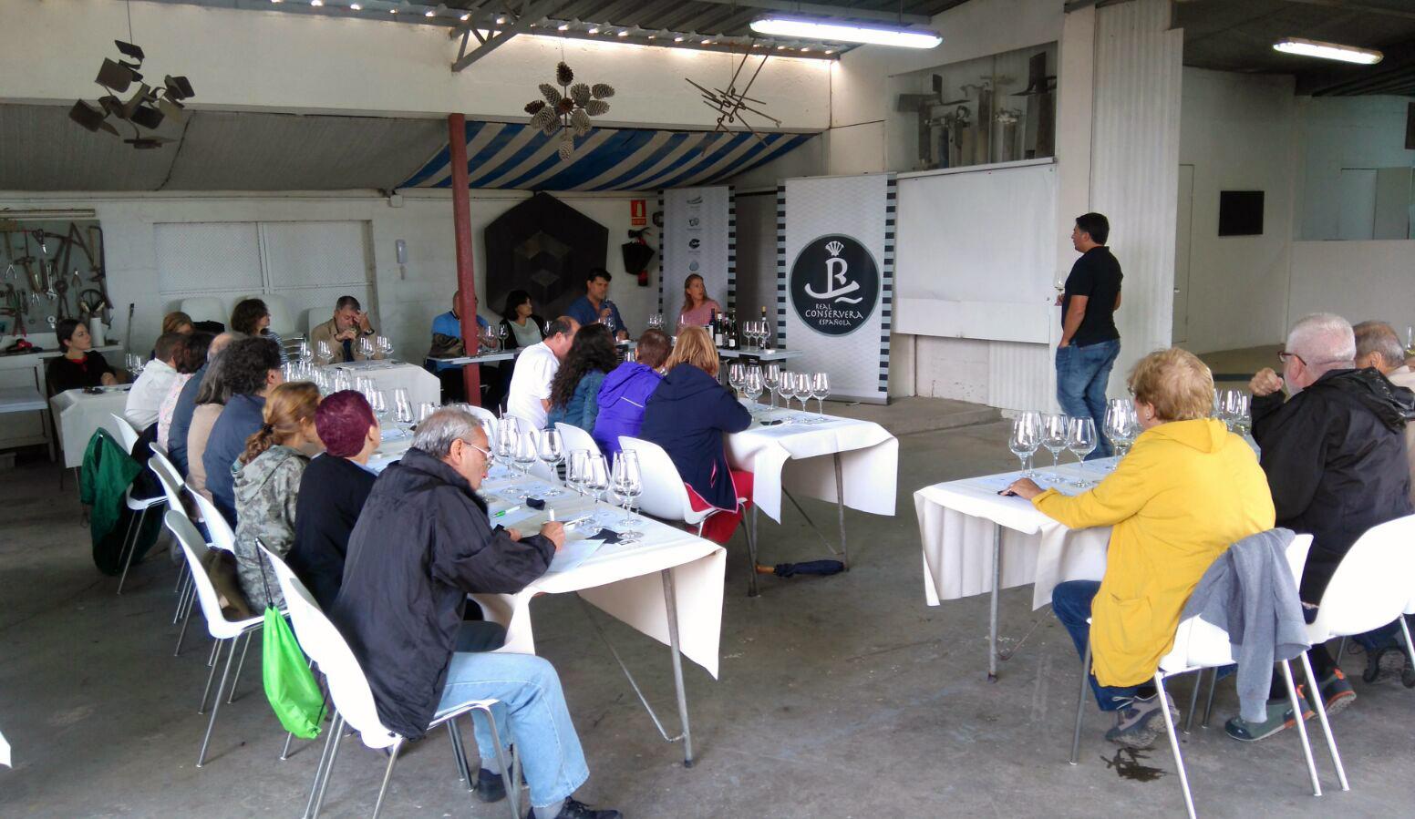 Treinta personas participaron en la cata organizada por la Ruta do Viño Rías Baixas dentro de las II Xornadas da Fundación Manolo Paz en Cambados