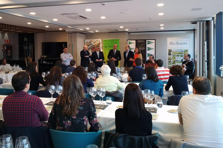 'Las Notas de Cata' de la Ruta do Viño Rías Baixas sorprenden a los asistentes a la sesión en El Corte Inglés de Vigo