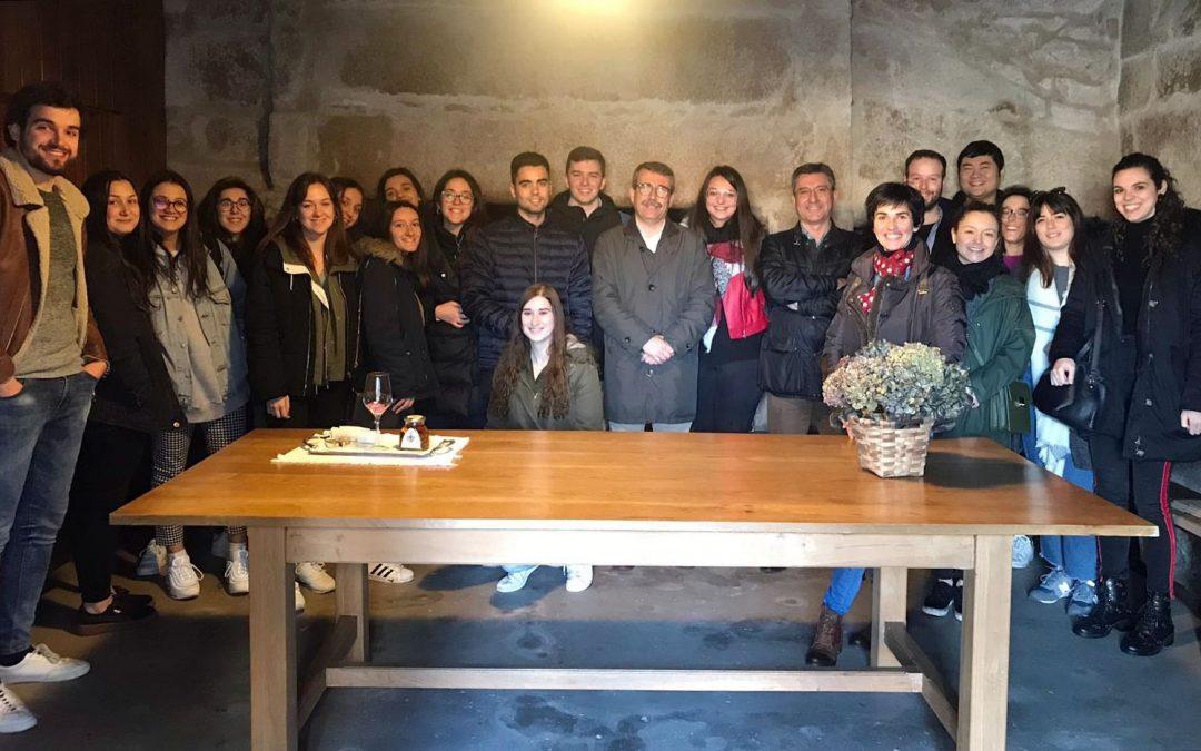 Alumnado de la Escuela de Turismo descubre el proyecto enoturístico de la Ruta do Viño Rías Baixas
