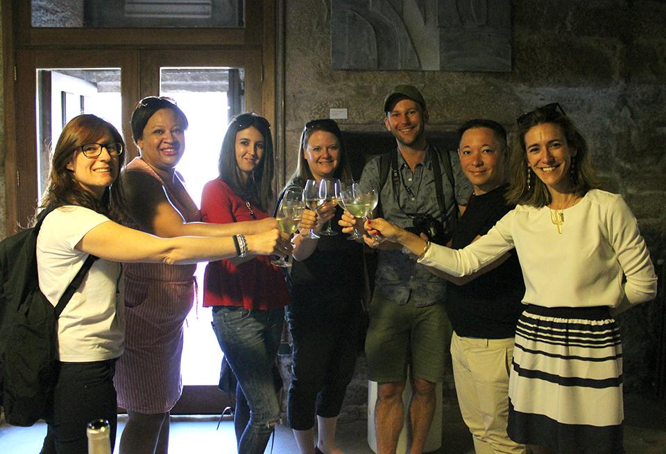 Vino, gastronomía y patrimonio cultural sorprenden a los bloggers ingleses que visitan hasta hoy la Ruta do Viño Rías Baixas y la Mancomunidade de O Salnés