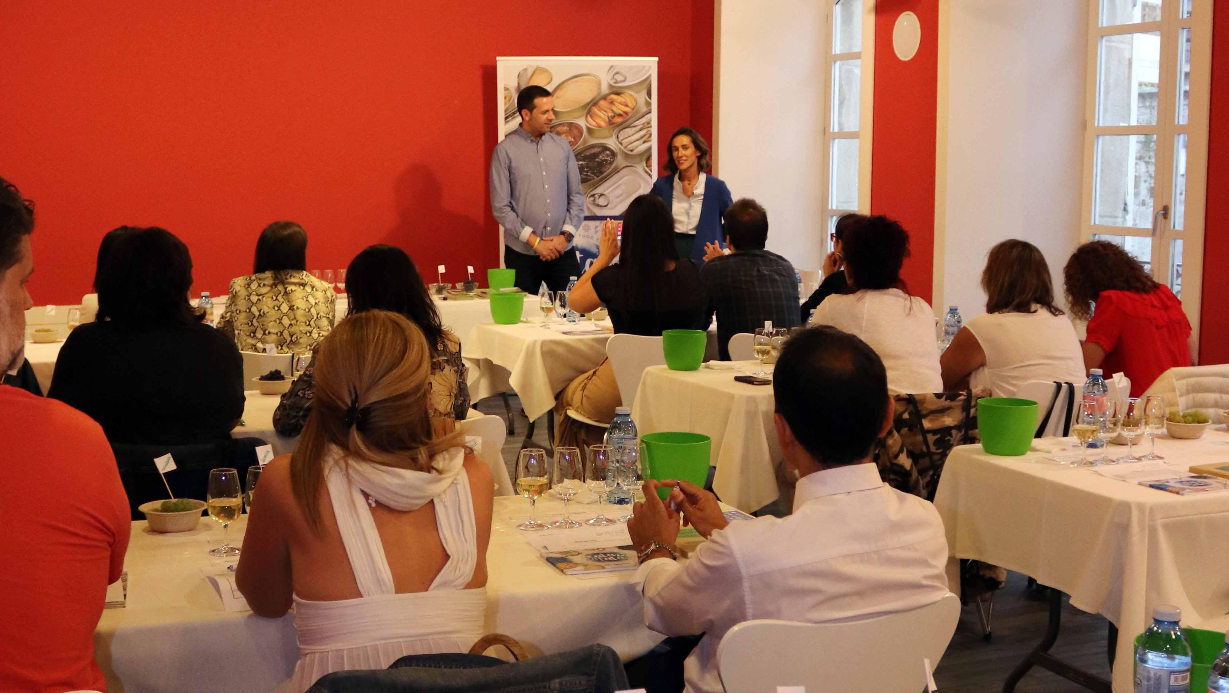 Treinta personas participaron en la Cata de Vendimia organizada por la Ruta do Viño Rías Baixas en el Pazo de Mugartegui